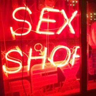 robo en un sex shop, amenazaron con publicar el video y volvio para pagar el objeto sexual que sustrajo