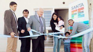 Lifschitz entregó nuevas viviendas y lotes a policías de la provincia