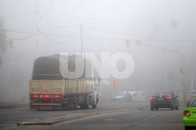 Alertan a conductores por la presencia de bancos de niebla en todas las rutas