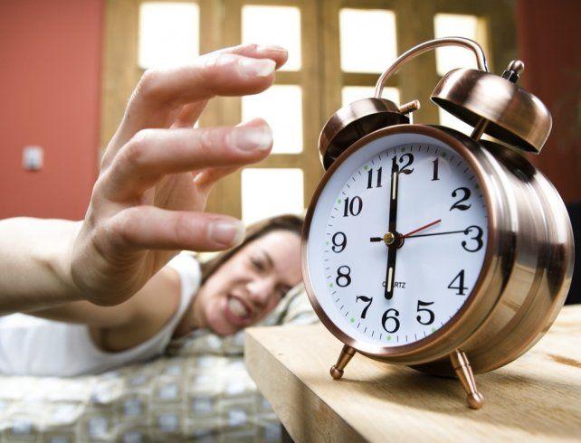 Por qué es malo retrasar varias veces la alarma del despertador