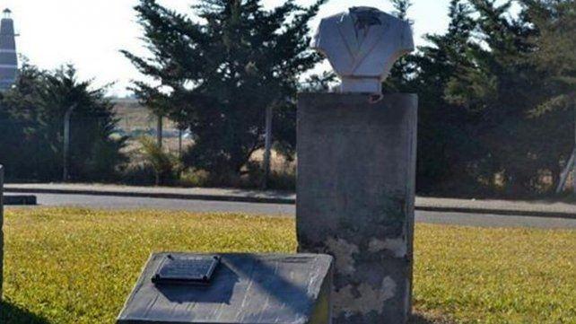 Le cortaron la cabeza a un busto de Néstor Kirchner