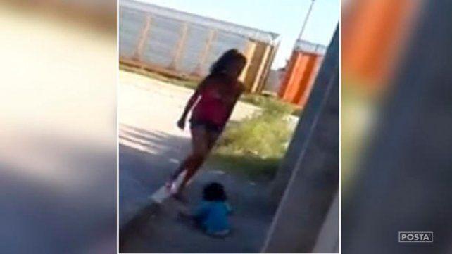 El video del brutal castigo de una madre a su pequeño hijo