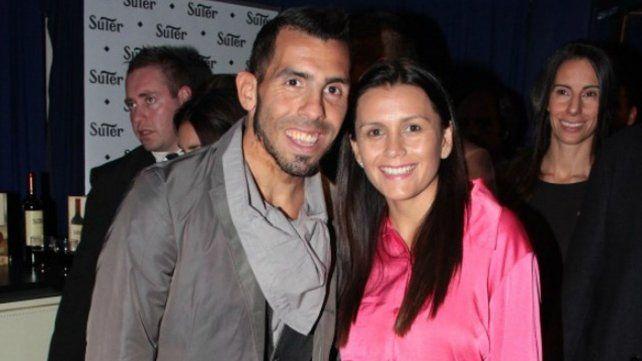 Después de 19 años de noviazgo, se casa Carlitos