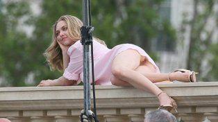 El descuido sexy de la actriz Amanda Seyfried durante una sesión de fotos