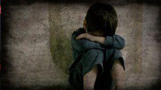 Vestía a su hijo de mujer para violarlo, quien a su vez abusaba de su hermano