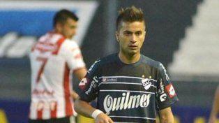 El volante santafesino, jugando para Quilmes, y de fondo quien será su compañero, Enrique Triverio.