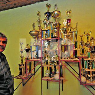 Una placa inmortalizó el recuerdo del querido e incomparable Carlos Monzón, quien pasó muchos años disfrutando del deporte de las bochas y de la camaradería que se gesta en cada uno de los rincones de esta institución.