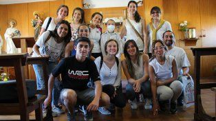 Constantes. Hace poco el grupo de voluntarios empezó a pintar los paneles móviles del hospital con motivos infantiles.