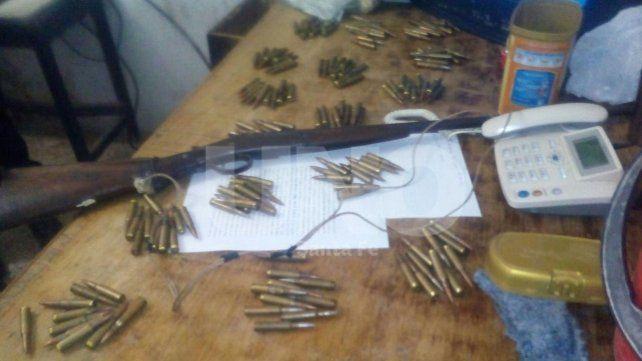 Quedó detenido por agredir a su mujer: tenía armas y municiones