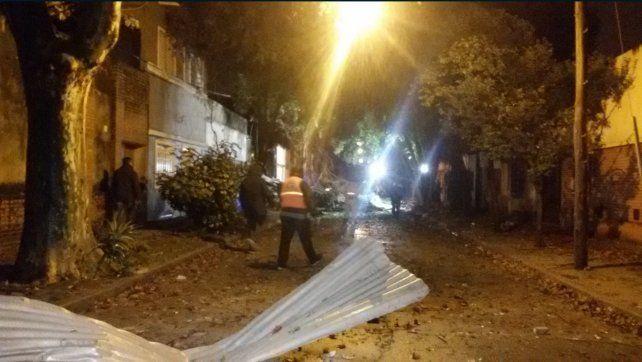 Rosario: una explosión en un laboratorio de zona sur provocó un derrumbe y hay un herido grave