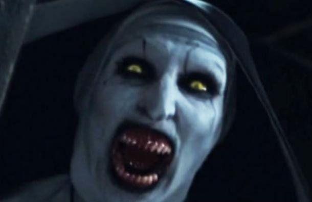 Así luce la monja demoníaca de El Conjuro 2 en la vida real