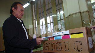 Miguel Torres del Sel. Junto con los dos tesoreros del partido que encabezó en 2011