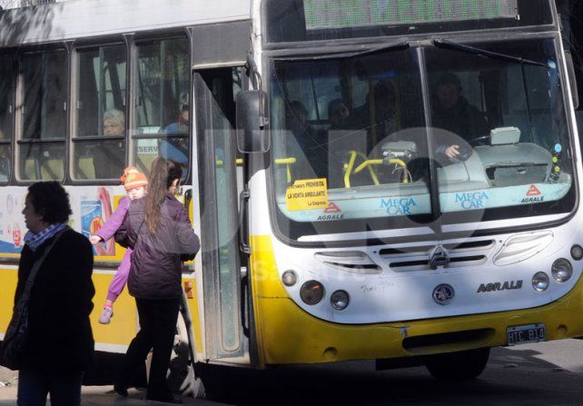 Socavón en Rivadavia: nuevo cambio de recorridos de las Líneas 4, 10 y 11