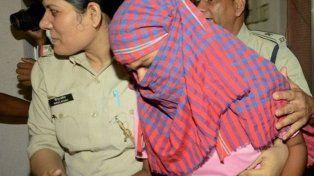 La joven Ruby Rai fue arrestada inmediatamente después que se supo que no había aprobado el examen la segunda vez que lo tomó. Fuente: BBC Mundo