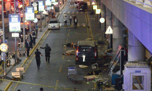 Terribles imágenes en las que uno de los terroristas se inmola en Estambul