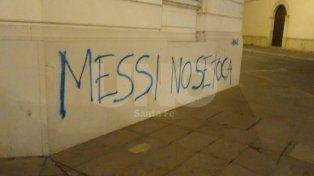 Apareció un graffiti sobre una de las paredes del Arzobispado pidiendo por Messi