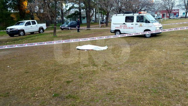 Crimen y misterio en Sauce Viejo : asesinaron con 48 puñaladas a un joven esta madrugada
