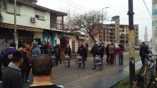 Buenos Aires: violentos enfrentamientos entre vecinos y la Policía en Ituzaingó