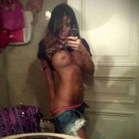 Se viralizaron las selfies muy hot de Karina Jelinek