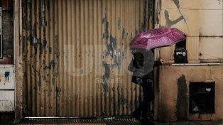 Lluvias persistentes y bancos de nieblas matinales se quedarán hasta el martes