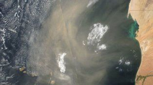 La gran nube de polvo y arena del Sahara que llega al continente americano