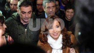 Buenos Aires:La ex presidente Cristina Fernández de Kirchner, llegó a Buenos Aires a bordo de un avión de línea de Aerolíneas Argentinas procedente de Río Gallegos.