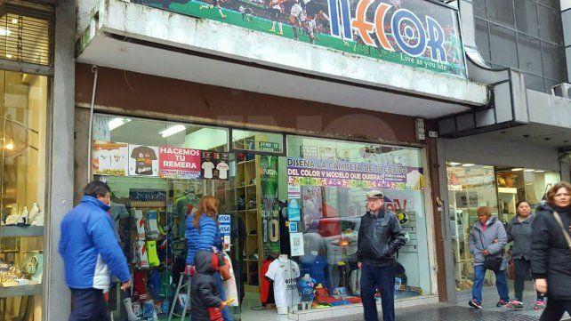 Detuvieron a cuatro delincuentes que robaron un local en el microcentro santafesino