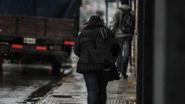 Lloviznas y frío para arrancar la semana, pero con posibilidades de que el sol asome
