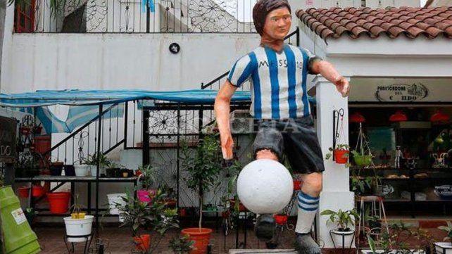 Fallida estatua de Lionel Messi es furor en las redes sociales