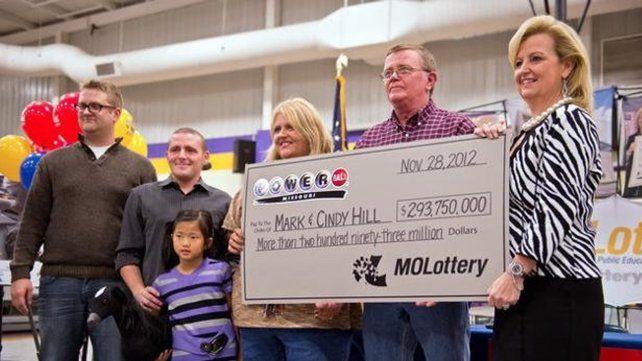 Mark Hill ganó el premio y lo donó para construir un cuartel para los bomberos.