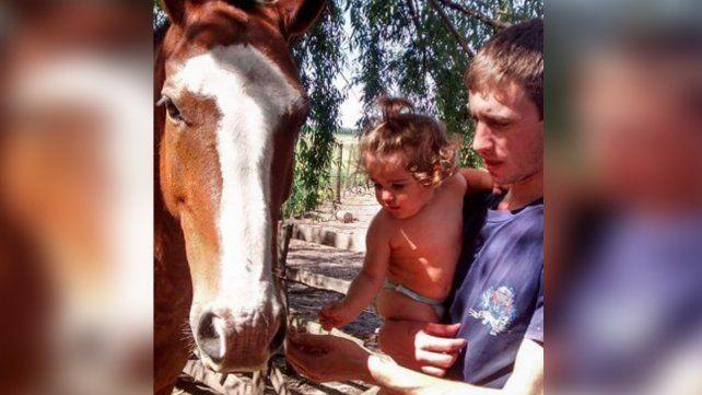 Una familia pide ayuda para recuperar un caballo robado