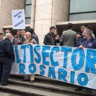 En contra. Este martes, frente a los Tribunales rosarinos, la multisectorial se enteró del revés judicial.