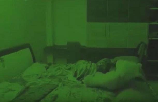 El inquietante video del peluche poseído que cobra vida mientras su dueña duerme