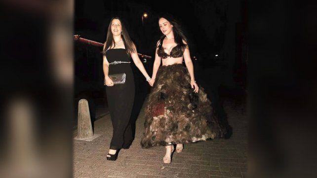 Confeccionó un vestido con vellos púbicos: ¿vos lo usarías?
