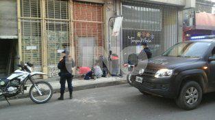 Peleas, robos y violencia en  una pensión de Mendoza 2700