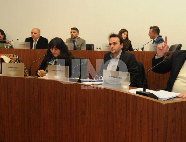 Debate. Parte de la oposición respondió a las críticas que realizó el titular del Ejecutivo local.