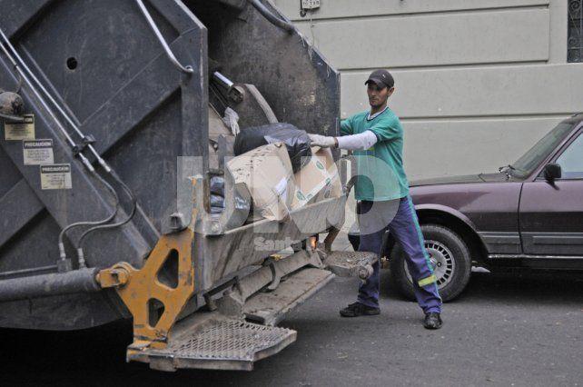 El Municipio intimó a Urbafe por no prestar el servicio de recolección diurna de residuos