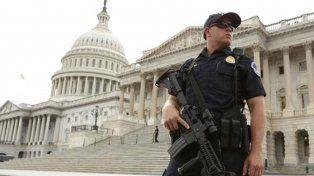 La policía cerró El Capitolio y pidió a los empleados refugiarse en sus oficinas