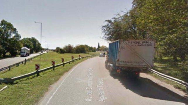 En Córdoba buscan a un camión que perdía plata mientras circulaba