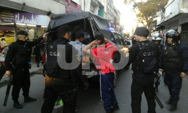 A raíz de disturbios. El jueves fueron detenidos cuatros jóvenes.