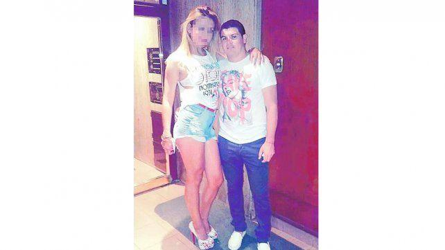 Arnaldo Cubilla con su novia. La policía intervino el teléfono de la chica para saber dónde estaba el cabecilla de la banda.