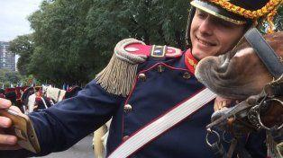 ¿Quién es el granadero de la selfie del Bicentenario?
