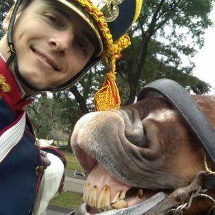 ¿quien es el granadero de la selfie del bicentenario?