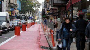 Más lugar para peatones. Se están realizando los trabajos de transformación de la calle entre San Jerónimo y 25 de Mayo.
