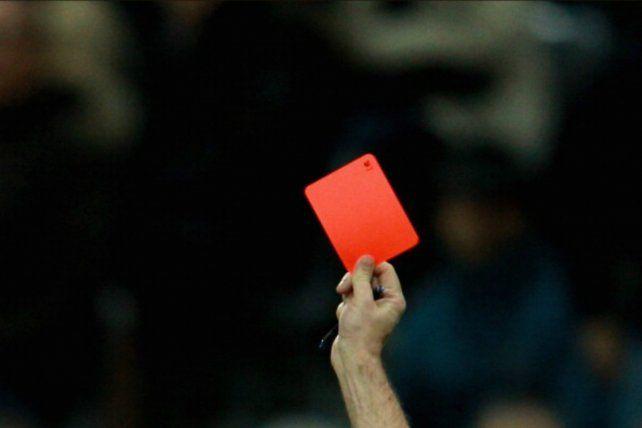 Los árbitros están de huelga por falta de pago: les deben 15 millones