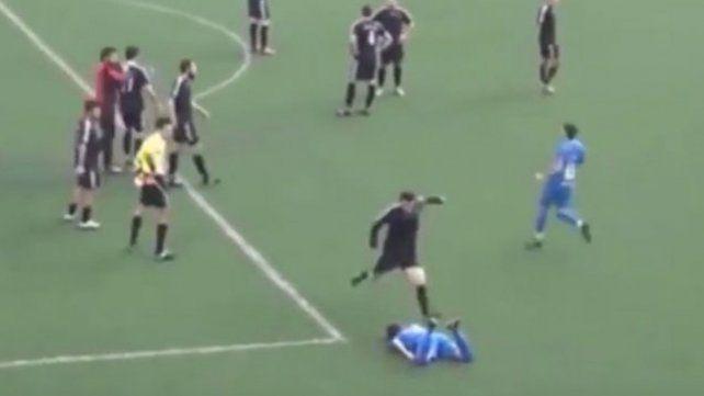 ¡Le reventó la cabeza de una patada cuando estaba en el piso!