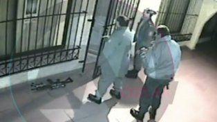 Mirá el video completo de José López ingresando bolsos al convento