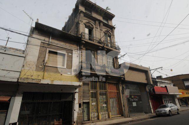 En el microcentro. Los comerciante de calle Mendoza al 2700 dicen que es un aguantadero.