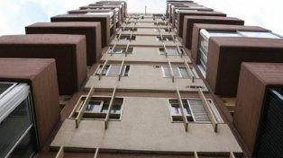 Una joven murió al caer de un séptimo piso cuando intentaba entrar a su departamento