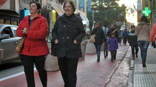 Los santafesinos ya se apropiaron de la remodelada calle Mendoza en el microcentro